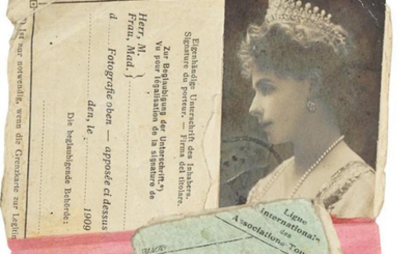 Licitaţie: Permisul de conducere al Principesei Maria şi evantaiul Reginei Elisabeta