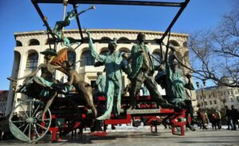"""""""D'ale noastre"""" va deschide a 22-a ediţie a Festivalului Naţional de Teatru"""