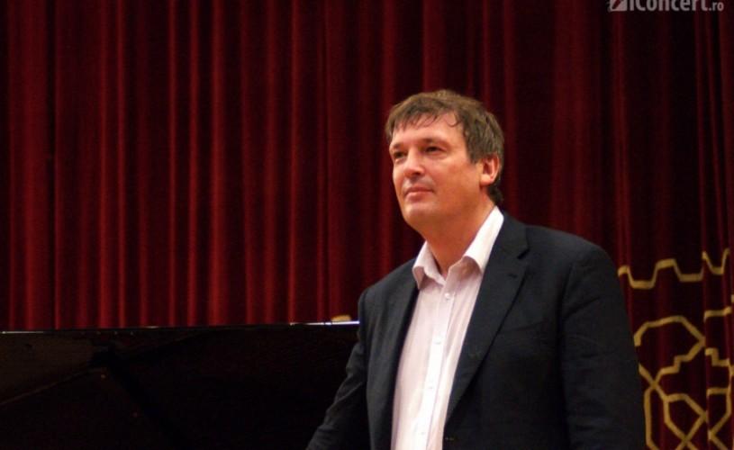 RECENZIE: Boris Berezovsky a adus măiestria pianului la Bucureşti
