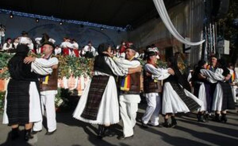 Laureatii Vetrelor folclorice de peste an, reuniti in prima editie a Galei lor, la Baile Felix