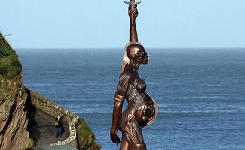 TOP 10 cele mai mari CONTROVERSE artistice ale anului 2012