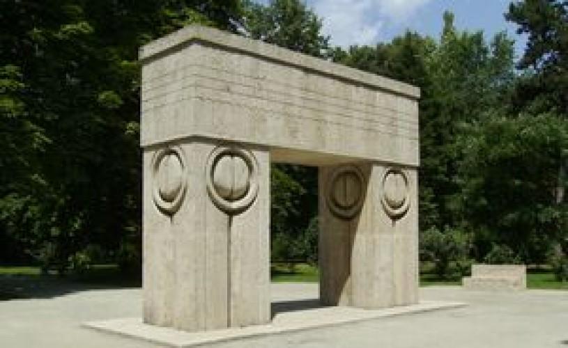 Poarta Sărutului va fi restaurată