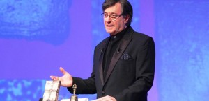 Caramitru cere Comisiei de cultură să nu abroge legea timbrului cultural
