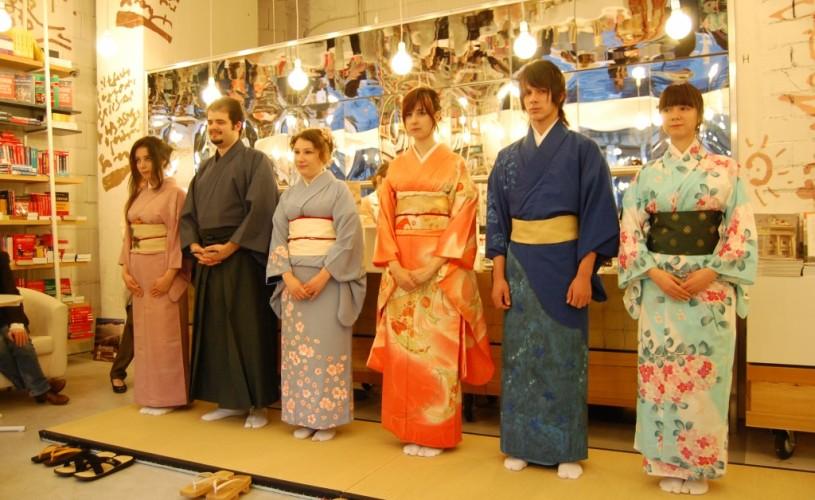Seară japoneză la Librăria Humanitas: între tradiţie şi poezie
