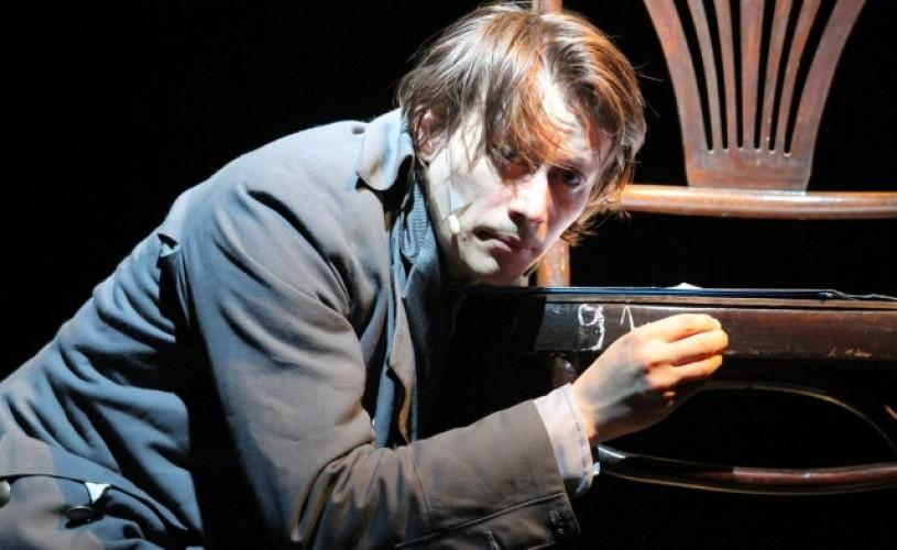 Marius Manole împlineşte 35 de ani! 6 poveşti-cadou pentru un mare actor