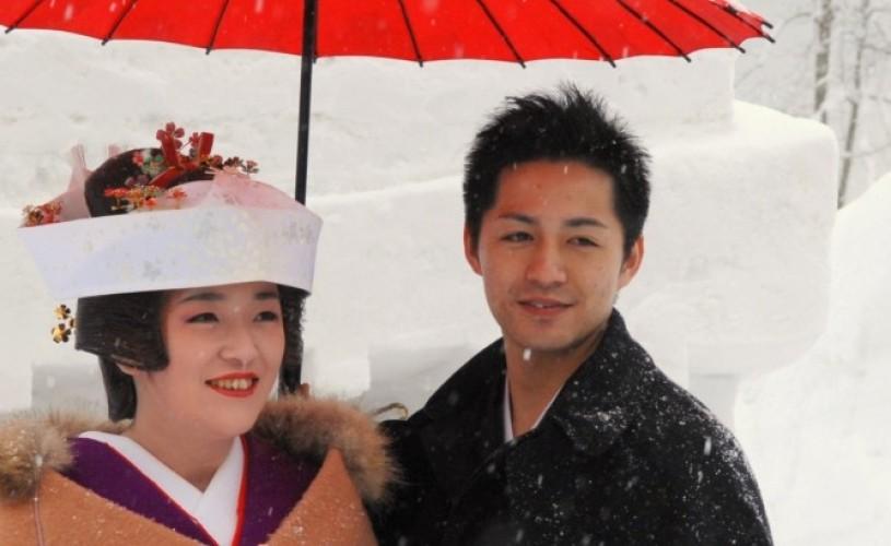 Festivaluri sacre de iarnă din Japonia de Nord într-o inedită expoziţie de fotografie
