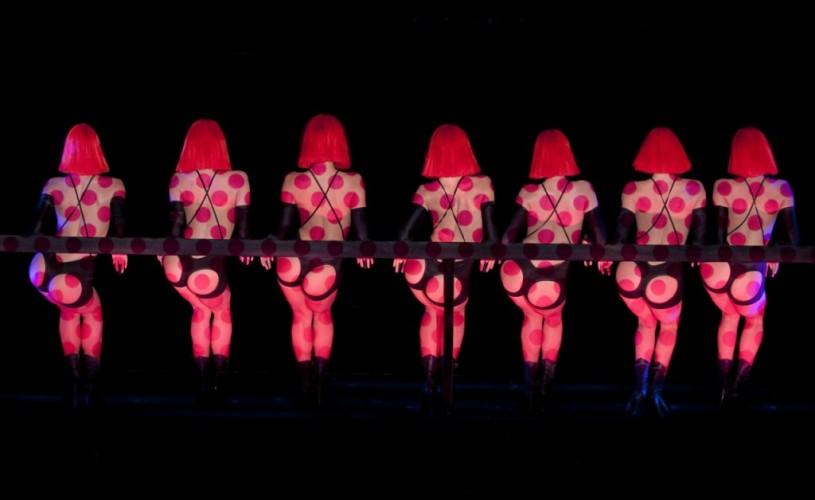 """""""Crazy Horse"""" – celebrul cabaret parizian, sub lupa unui mare cineast"""