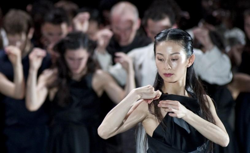 """Compania Sasha Waltz, cu 24 de dansatori în spectacolul """"Continu"""", la Festivalul Internaţional de Teatru de la Sibiu"""