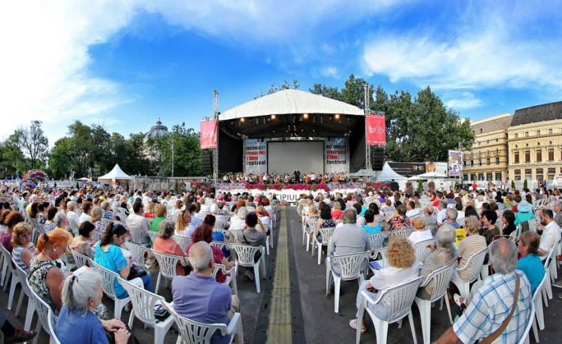 ArCuB transformă Piaţa George Enescu într-o grădină muzicală
