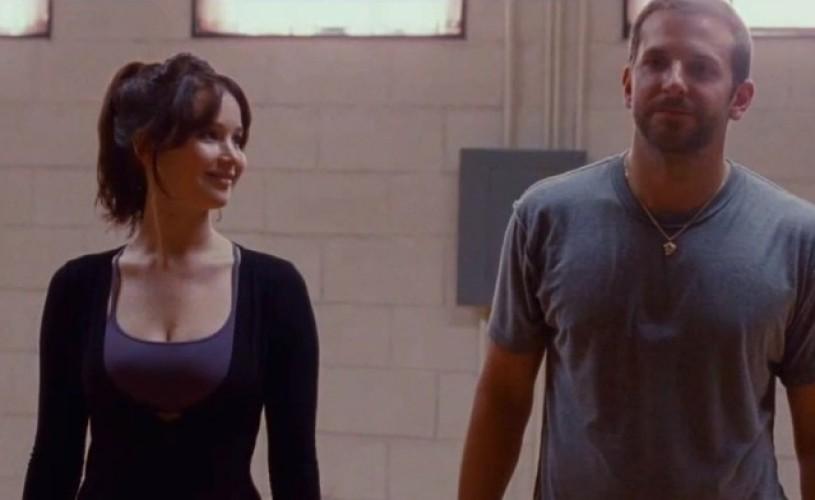 """VIDEO Bradley Cooper şi Jennifer Lawrence scriu """"Scenariu pentru happy-end"""" alături de Robert De Niro, acum pe BLU-RAY şi DVD"""