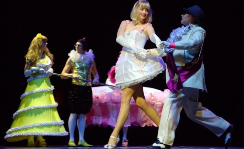 """GALERIE FOTO Mini-turneul teatrului Koper aduce spectacolul """"Cenuşăreasa şi eu"""" pe scena de la ArCub"""