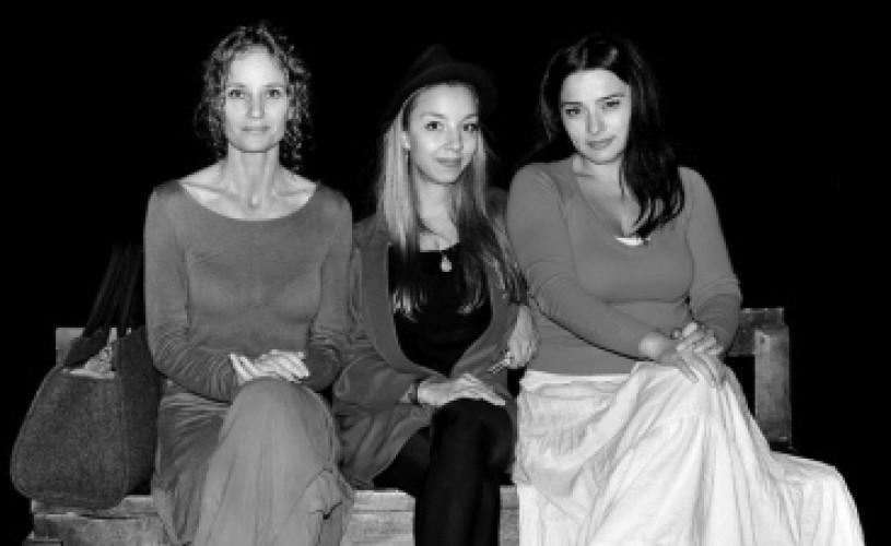 """Lia Bugnar, Ilinca Manolache şi Maria Obretin, în expoziţia """"FotografIE cu IE"""""""