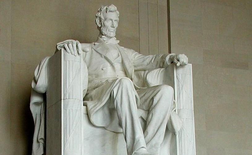 Memorialul Abraham Lincoln din Washington a fost vandalizat