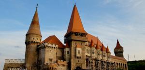 """VIDEO Castelul Corvinilor din Hunedoara a intrat în topul palatelor """"de poveste"""""""