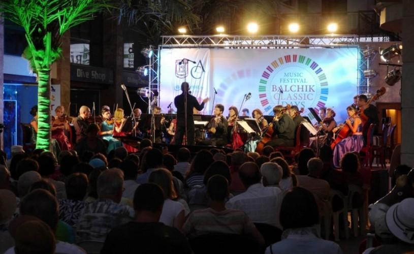 VIDEO Orchestra Naţională Radio, dirijorul Tiberiu Soare şi soliştii Gabriel Croitoru şi Horia Mihail, aplaudaţi la Balcic