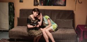 """VIDEO Luminiţa Gheorghiu şi Ana Ularu sunt mamă şi fiică, în filmul """"Sunt o babă comunistă"""""""