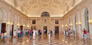 Vizite ghidate în corpul central al Palatului Regal din Capitală, în weekend