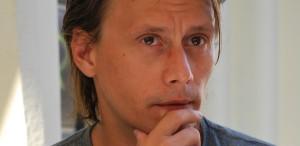CRONICĂ DE FESTIVAL UnderCloud: Festivalul care îl prezintă pe Marius Manole într-o piesă regizată de Radu Beligan