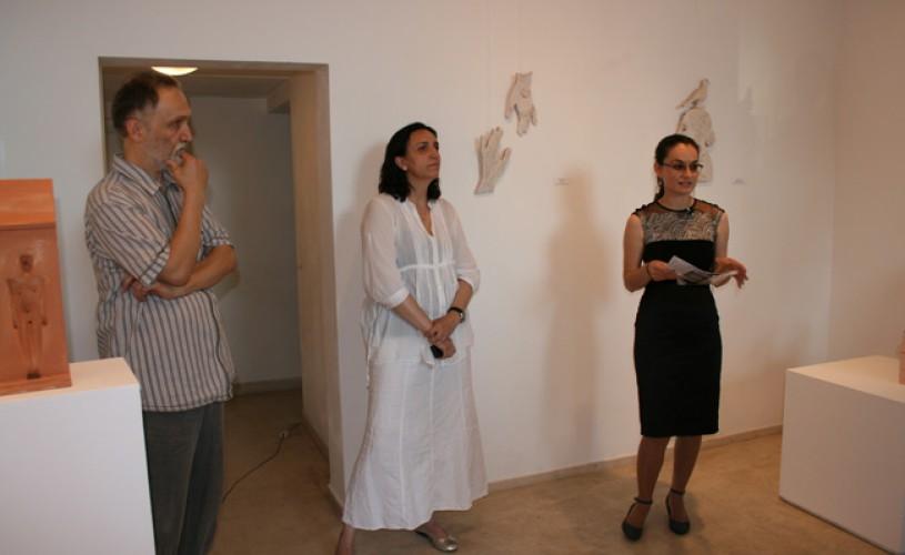 """GALERIE FOTO Elena şi Marcel Scutaru prezintă expoziţia """"Forme empatice"""" la Galeria Galateea"""
