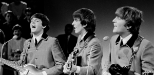 VIDEO Un film nedevelopat descoperit în aparatul fotografului trupei The Beatles va fi scos la licitaţie