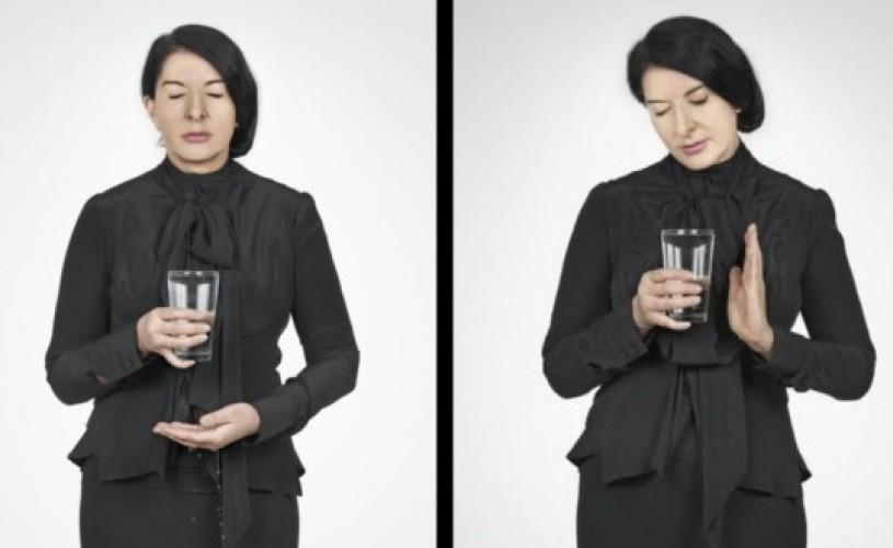 Fenomenul Marina Abramovic: cum să reînveţi să bei apă