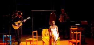 Costumul - un spectacol care te face să te urci pe scenă