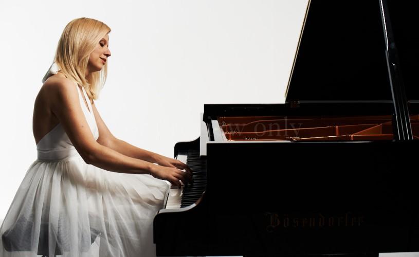 """Valentina Lisitsa, """"pianista YouTube"""", vine în premieră în România"""