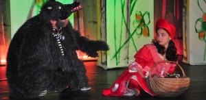 Stela Popescu o readuce pe Scufiţa Roşie la Opera Comică