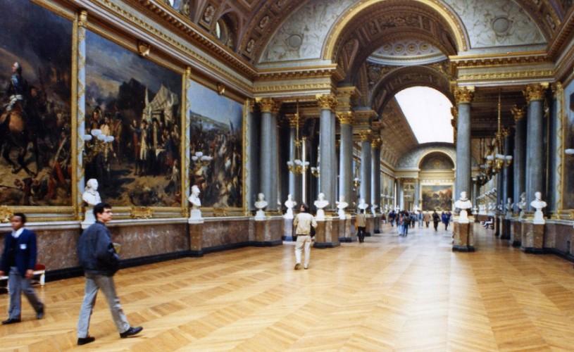 Cultura produce mai mulţi bani în Franţa, decât industria auto sau industria luxului