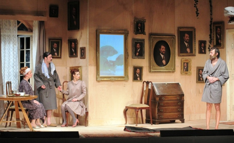 """""""Omul care a văzut moartea"""", o comedie bună, la Teatrul """"Toma Caragiu"""" din Ploieşti"""