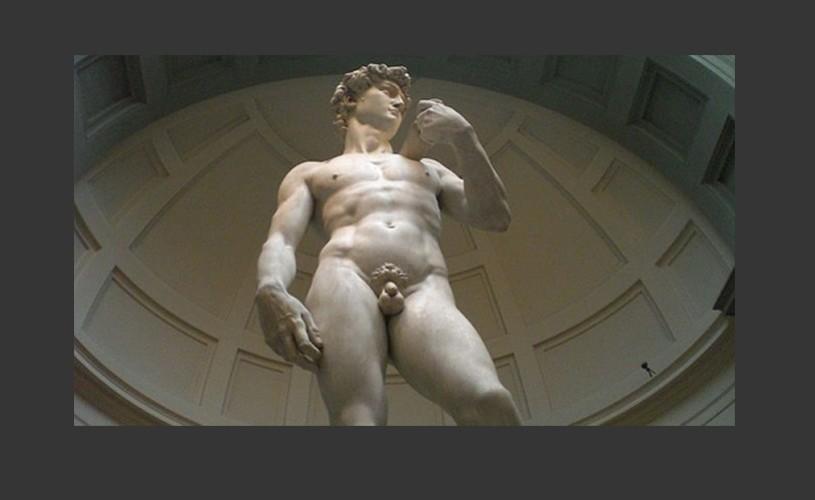 David, de Michelangelo, şubrezit de seria de cutremure