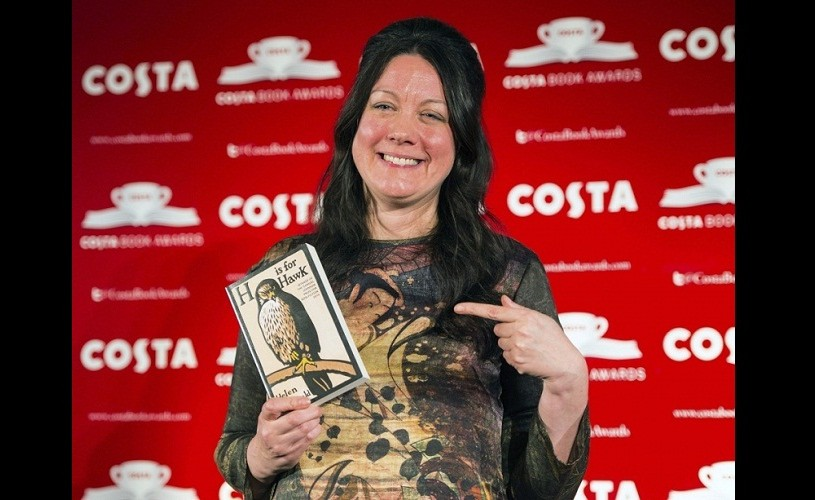 Helen Macdonald, câştigătoarea Costa Book of the Year Award