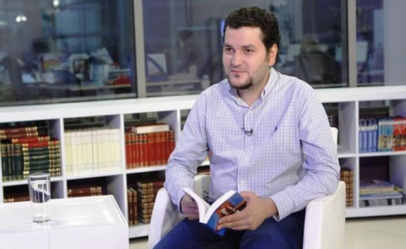 """Andrei Crăciun îşi lansează """"Pălăria albastră şi alte povestiri"""", la Bookfest"""