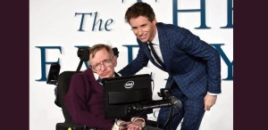 Stephen Hawking l-a felicitat pe Eddie Redmayne, câştigătorul Oscarului pentru rolul din