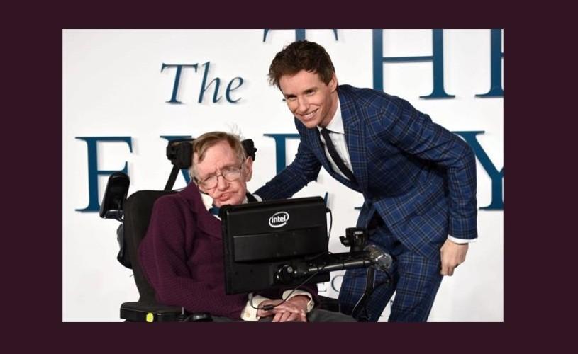 """Stephen Hawking l-a felicitat pe Eddie Redmayne, câştigătorul Oscarului pentru rolul din """"The Theory of Everything"""""""