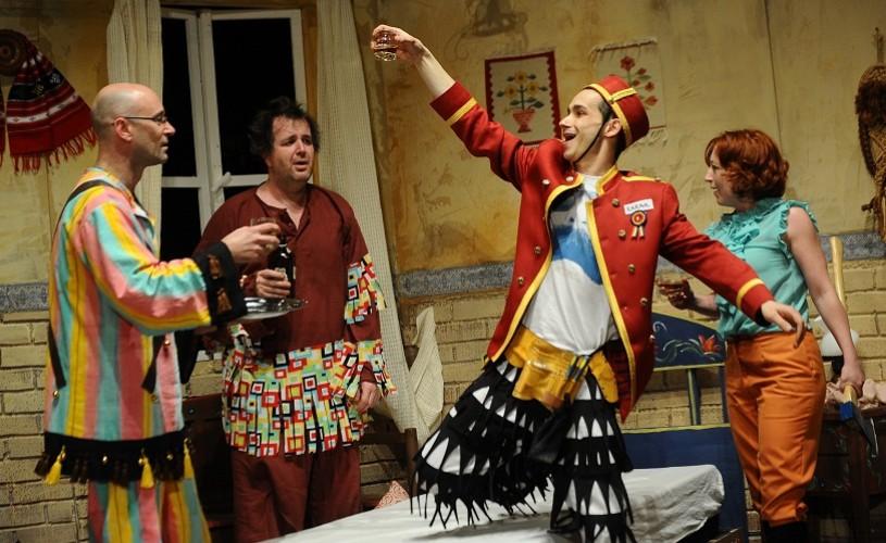 Antisocial şi Fantoma e aici, noile premiere ale Teatrului din Sibiu
