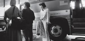 Autocarul, tricoul şi certificatul de căstorie ale lui Elvis Presley, de vânzare