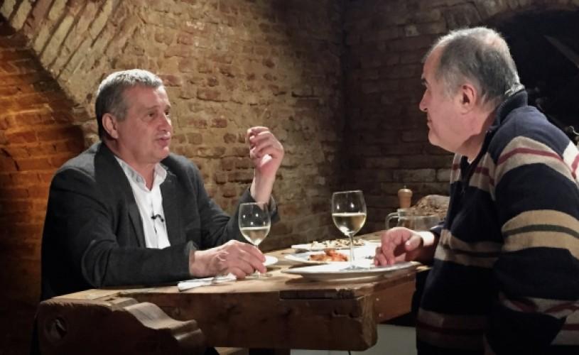 """Florin Calinescu, în bucătăria lui Dinescu, la """"Politică şi delicateţuri"""""""
