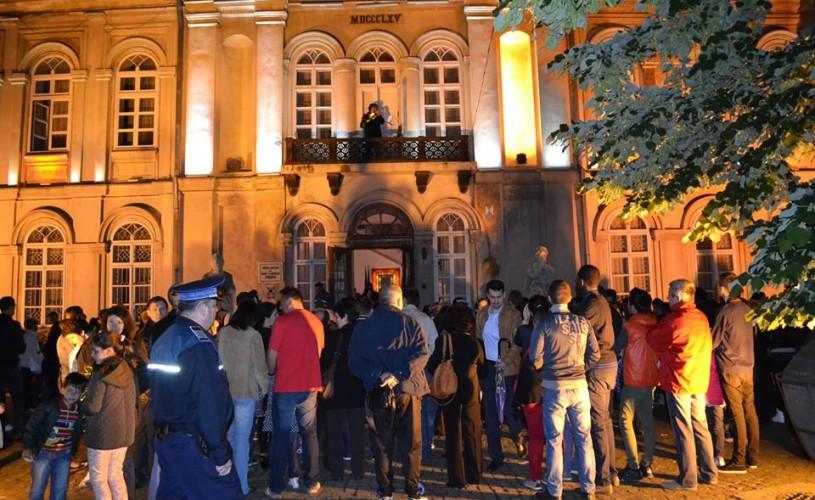 """Noaptea Muzeelor: Un aeroport oniric la Muzeul Enescu şi """"revolta colecţiilor"""" la MNAR şi MNIR"""