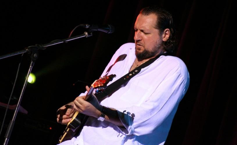 Premieră muzicală, AG Weinberger în noua formulă de band
