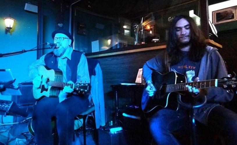 "John Rock, un artist de 16 ani, ne propune un album altfel: ""Moonlight Surfin"""