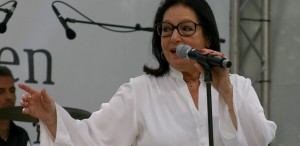 Nana Mouskouri concertează la Bucureşti, pe 25 noiembrie