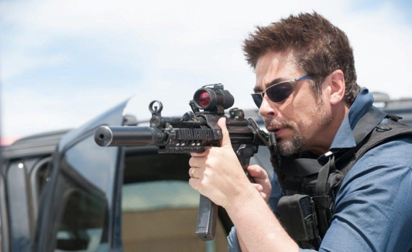 """Emily Blunt, Benicio del Toro şi Josh Brolin, în """"Sicario: Asasinul"""""""