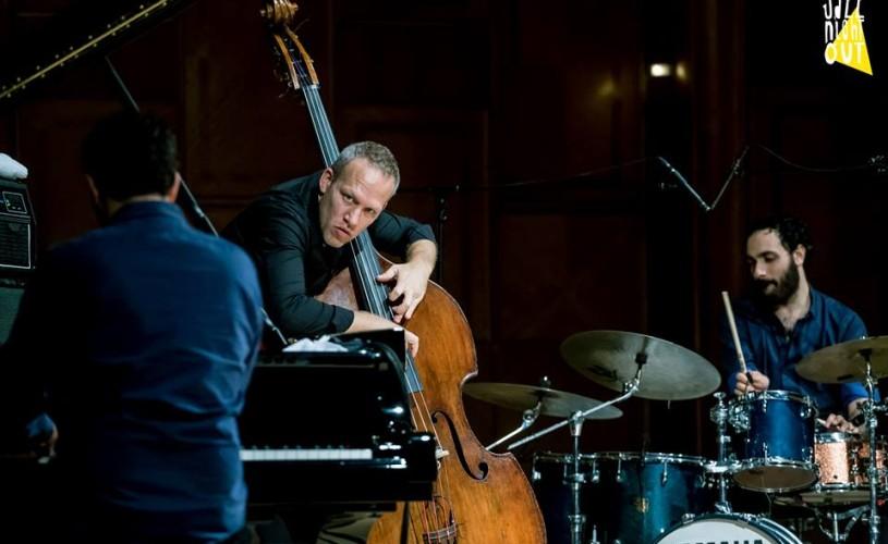 <strong>Avishai Cohen trio.</strong> Sau jazz cu 3 istraelieni: Cohen, Dor şi Mor