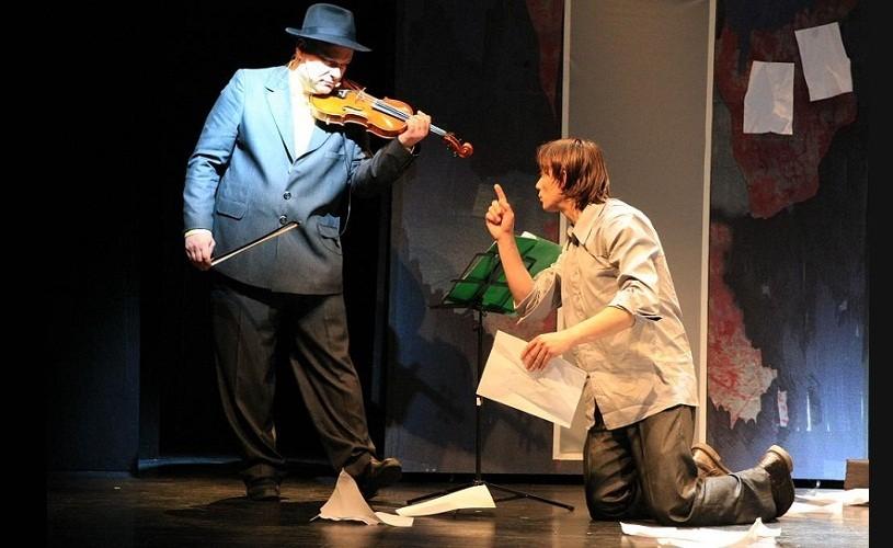 Însemnările unui nebun, cu Marius Manole şi Alexander Bălănescu, deschide stagiunea teatrală ARCUB