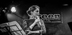 <strong>Elena Mîndru</strong>, o foarte promiţătoare solistă de jazz