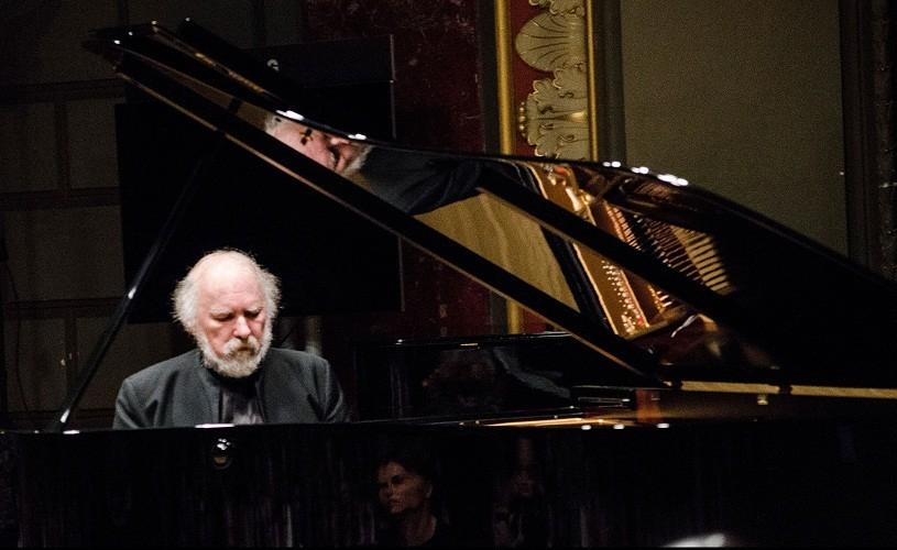 Pianistul Radu Lupu, distins de regina Marii Britanii cu titlul de Comandor al Imperiului Britanic