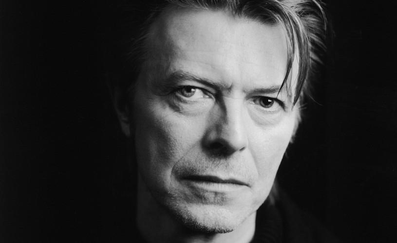 A murit David Bowie!