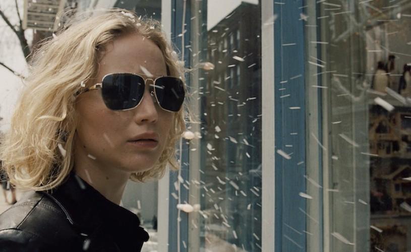 <strong>Joy.</strong> Sau cum să faci bani cu un mop (dacă eşti Jennifer Lawrence)