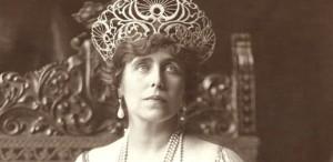 Taina morții Reginei Maria. A refuzat avionul lui Hitler și s-a întors la Sinaia cu trenul